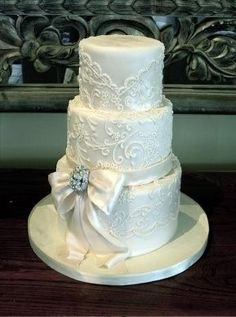 Beautiful!  but maybe with with a light gold or purple satin bow with gold sprinkled glitter :)