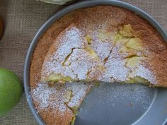 Ψάχνοντας για μια εύκολη μηλόπιτα ανάμεσα στις συνταγές μου σχεδόν όλες ήταν με ζύμη τάρτας ή σαν κέικ, δηλαδή έχουν την διαδικασ... Apple Pie, Hummus, Food And Drink, Pudding, Sweets, Cheese, Cooking, Cake, Ethnic Recipes