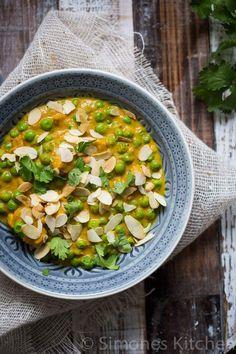 Heerlijke kip korma Asian Recipes, Healthy Recipes, Ethnic Recipes, Healthy Food, Korma, Asian Kitchen, Dinner Tonight, Spicy, Recipies