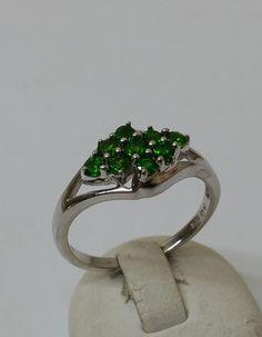 Vintage Ringe - Ring 925 Silber 9 grüne Kristallsteinchen SR674 - ein Designerstück von Atelier-Regina bei DaWanda