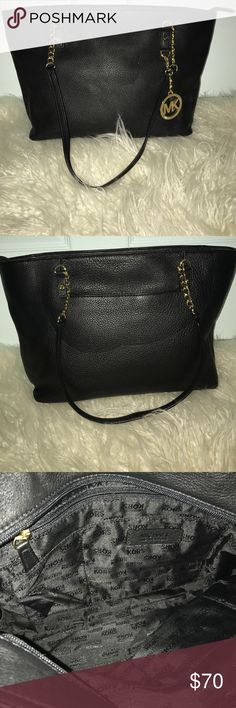 Michael Kors tote handbag Black leather Michael Kors tote handbag. Gold chains and in great condition. Michael Kors Bags Totes