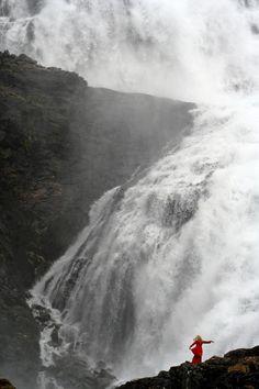 Kjosfossen Waterfall, part of the Flam Railway excursion saw this w/lady