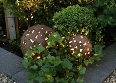 Gartenkugeln Keramik mit Beleuchtung
