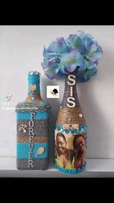 Bouteilles décoratives personnalisées par La Duchesse Collections 😍 #homedecor #homedecoration #craft #homedesign #handmade #crafts #gift #handmadegifts #handmadewithlove #giftideas #supporthandmade #supportsmallbusiness #bedifferent #laduchessecollections #tabledecor #winebottlecrafts #tablecenterpiece Homedesign, Decoration, Bottle, Craft, Home Decor, Decorative Bottles, Decor, Decoration Home, Creative Crafts