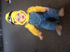 Minion costume for infant boy! (Great idea!, but i'll make a better one! :) )