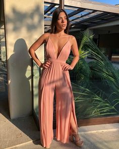 Ways of woman suits for summer, fashion trend pieces that we have . Classy Outfits, Casual Outfits, Cute Outfits, Girl Fashion, Fashion Dresses, Fashion Looks, Fashion Jumpsuits, Elegantes Outfit Frau, Jumpsuit Outfit