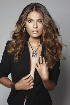 Hotter girls lived in Erinsbrough than in Summer Bay with Caitlin Stasey