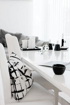 Ideas bedroom black and white scandinavian monochrome for 2019 Swedish Interior Design, Monochrome Interior, Black And White Interior, Swedish Interiors, Interior Decorating, Black White, Stylish Interior, Decorating Ideas, My Living Room