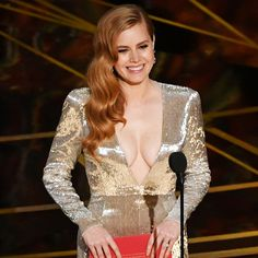Amy Adams wore an embroidered TOM FORD gown and TOM FORD Soleil Collection at the Oscars 2017. #TOMFORD #Oscars