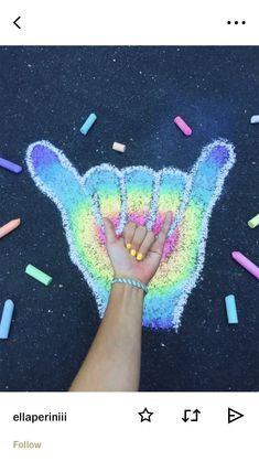 a r t s y Chalk Art ChalkArt Chalkcouture Chalking Chalkpainting CraftIdeas sidewalk Chalk art Chalk Drawings, Art Drawings, Vsco, Chalk Design, Sidewalk Chalk Art, Summer Aesthetic, New York Graffiti, Drawing For Kids, Body Painting