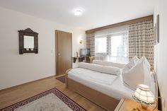Tirol erleben, in der wunderschönen Region Walchsee und im liebevoll geführten Hotel Bernhard eine einzigartige Erfahrung. Das Hotel, Bed, Furniture, Home Decor, Nice Asses, Homemade Home Decor, Stream Bed, Home Furnishings, Beds