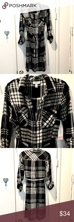 Super trendy black and white plaid maternity dress Super soft, super trendy! Black and white plaid Liz Lange maternity dress. Beautiful, soft plaid material. Roll up sleeves, tie waist, button down front. Size Small//100% Rayon Liz Lange Dresses Long Sleeve