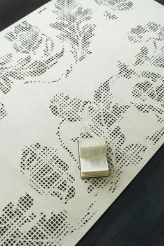 MEMENTO is a laser-cut woolen felt rug inspired by the contrast between modern and old.