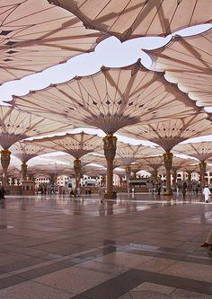 Madina Mosque Umbrellas by Frei Otto Mecca Wallpaper, Islamic Wallpaper, Beautiful Mosques, Beautiful Places, Mecca Madinah, Al Masjid An Nabawi, Medina Mosque, Mosque Architecture, Architecture Journal