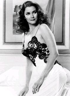 Lynda Carter as Rita Hayworth Lynda Carter, Hollywood Actresses, Actors & Actresses, Divas, Gal Gadot Wonder Woman, Bionic Woman, Celebs, Celebrities, Classic Beauty