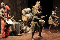 Música para una danza africana. Propuesta de improvisaciones sobre una base rítmica y melodías pentatónicas. Audición activa. Nivel educativo: E. Primaria.