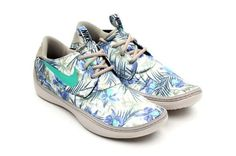 Hawaiian-Printed Plimsolls - Nike Solarsoft Moccasins are Ready to Run in Vacation Destinations (GALLERY)