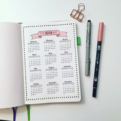 """""""Mi piace"""": 339, commenti: 5 - Marianna PurpleLover (@bujoncoffee) su Instagram: """"Setting up my bujo for 2018. First page is the calendar, a #yearataglance page. Since I find it…"""""""