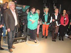 Interessierte Zuhörer im TVO-Studio zwischen Kamera und Teleprompter.