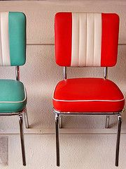 Thinking of styling a vintage step stool like this: retro colorful vinyl chairs. Love the striping on these, and the chrome detail on each chair - perfect for a vintage kitchen! Kitchen Retro, Vintage Kitchen, Diner Kitchen, Retro Kitchens, Vintage Decor, Vintage Furniture, Retro Vintage, Furniture Design, Mesa Retro