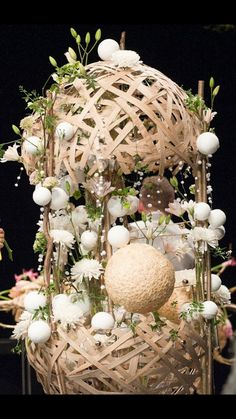Christmas Is Coming, Flower Arrangements, Floral Design, Shapes, Events, Table Decorations, Artist, Flowers, Inspiration