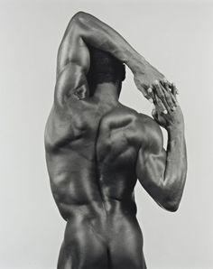Robert MAPPLETHORPE (1946-1989) Prise de vue, 1983  Photographie argentique  Tirage par l'artiste  Au dos signé, daté, titré et annoté  48 x 38 cm    Au dos certifié par l'exécuteur testamentaire  Collection… - Aponem - 21/03/2015
