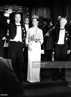 Silvia Sommerlath and King Carl Gustaf of Sweden leave the Royal Opera House after the performance on June 18, 1976 in Stockholm, Sweden. (Photo by Gamma-Keystone via Getty Images)