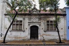 Casona antigua sobre la calle Estado Plurinacional de Bolivia al 500 en el barrio de Flores #buenosaires7x48 #buenosaires #argentina by buenosaires.ar