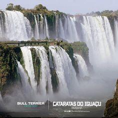 Um dos mais belos pontos turísticos do Brasil, o Parque Nacional do Iguaçu foi tombado pela UNESCO como Patrimônio Natural da Humanidade.  Dentre as atrações do parque, estão uma vasta e preservada floresta. Além das incríveis Cataratas do Iguaçu que encantam qualquer turista com suas quedas d'água.    Vale a pena estar neste lugar!    Curta Passo a Passo Calçados no Facebook  Siga @lojaspassoapassono Instagram  #PassoaPassocalcados #BullTerrier #Adventure #Mountain #Climbing