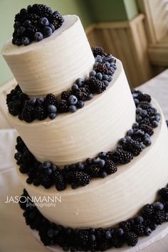 Door County, wisconsin wedding cake by FlourGirl Patissier. Jason Mann Photography http://www.jmannphoto.com