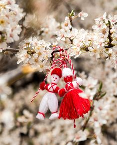 Baba Marta, 8 Martie, Christmas Ornaments To Make, Lol Dolls, Design Crafts, Fabric Flowers, Projects To Try, Greeting Cards, Seasons