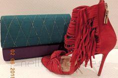 Carteira nellfernandes em tafetá de seda púrpura e aba em seda verde - tamanho: 21 x 14 - R$140,00