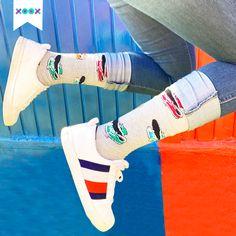 Brincando de felicidad porque estrenamos XOOX Converse, Pants, Fashion, Socks, Happiness, Outfit, Trouser Pants, Moda, Fashion Styles