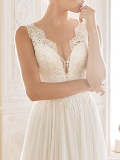 Wedding dress crafted in tulle with an evasé silhouette and V-neck Wedding Dress Crafts, Wedding Dresses, Chiffon Rock, San Patrick, House Dress, Lace Bodice, Bridal Gowns, Tulle, Elegant