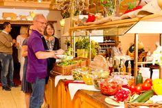 #Mittagsbuffet - ein Teil des #großartigen #Rosenhof #Kulinarium Table Settings, Table Decorations, Furniture, Home Decor, Place Settings, Home Furnishings, Home Interior Design, Decoration Home, Home Furniture