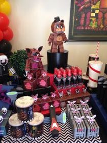 Paty's Biscuit: Na Festa: Miniaturas Five Nights at Freddy's!