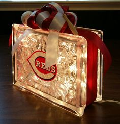 Perfect for that special sports fan. This CINCINNATI REDS glass block is made with a 20 bulb strand of standard plug-in clear lights (also available