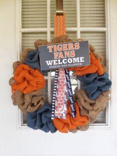 Custom Order for Jill Handmade Detroit Tigers by RuralBeginnings/ different teams tho! Detroit Sports, Detroit Tigers Baseball, Clemson Tigers, Auburn Tigers, Sports Teams, Football, Fall Crafts, Diy Crafts, Diy Wreath