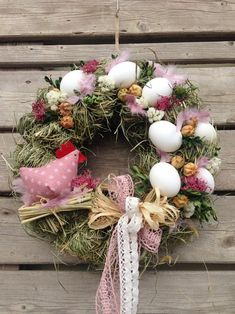 Easter Wreaths, Christmas Wreaths, Spring Projects, Cute Crafts, How To Make Wreaths, Easter Crafts, Happy Easter, Easter Eggs, Floral Arrangements