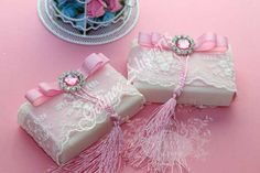 Decorating soap for brides Victorian Crafts, Decorative Soaps, Islamic Gifts, Baby Girl Shower Themes, Soap Packaging, Candy Gifts, Handmade Soaps, Wedding Favours, Baby Decor