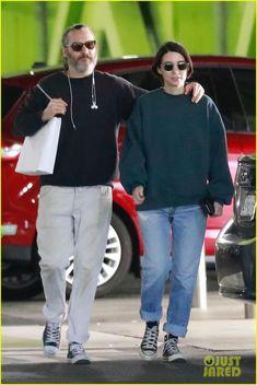 Joaquin Phoenix Stays Close to Girlfriend Rooney Mara While Shopping Rooney Mara, Rooney And Kate Mara, Dark Fashion, Mens Fashion, Fashion Outfits, My Life Style, My Style, European Girls, Stylish Couple
