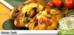 Karışık mantarlarla hazırlayacağın iç malzeme, milföy hamurunun her lezzeti şımartan çıtır çıtır yapısına çok yakışacak.  #gununtarifi: Acılı Salatalı ve Mantarlı Milföy Böreği