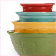 Mixing bowls that keep your summer kitchen stylish and functional! #AnnasLinens #Bowls #Kitchen