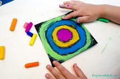 Create easy Kandinsky art for kids using chalk pastels and glue! Learn this simple pastel technique to make colorful circle art that kids will love! Chalk Pastel Art, Pastel Paper, Chalk Pastels, Kandinsky For Kids, Kandinsky Art, Kids Printmaking, Joan Miro Paintings, Virtual Art, Circle Art