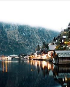 Dreaming about that one dreamy place in Austria 🇦🇹 Hallstatt ❤️ Napoleon Hill, Destinations, Destination Voyage, Great Pic, What A Wonderful World, Happy Birthday Me, Adventure Awaits, Wonders Of The World, Austria