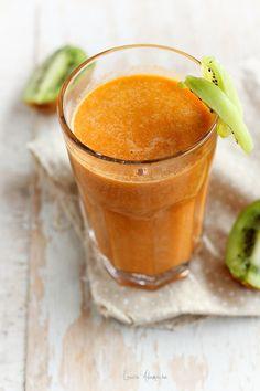 Detaliu pahar suc mango si kiwi Manga, Kiwi, Cantaloupe, Pudding, Tasty, Fruit, Cooking Ideas, Drinks, Healthy