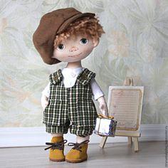 Купить Интерьерная кукла мальчик с зелеными глазами в зеленом комбинезоне - бежевый, кукламальчик, мальчик, мальчиксподарком