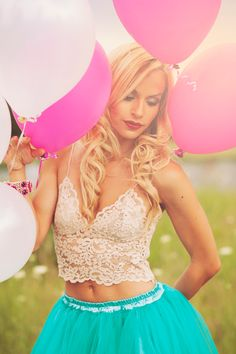 DOLL PHOTOSHOOTING: Tiffany tutu skirt, lace crop top and pink baloons <3 Today on my #fashionblog www.it-girl.it #fashion #baloons #photo #shooting #photoshoot #blondie #girl #fashionista #photoshooting #lookbook #style #look
