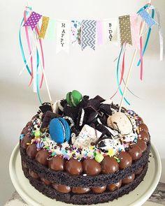 Torta Candy, Oreo Torta, Oreo Cake, Cupcakes, Cupcake Cakes, Alcohol Birthday Cake, Good Food, Yummy Food, Drip Cakes