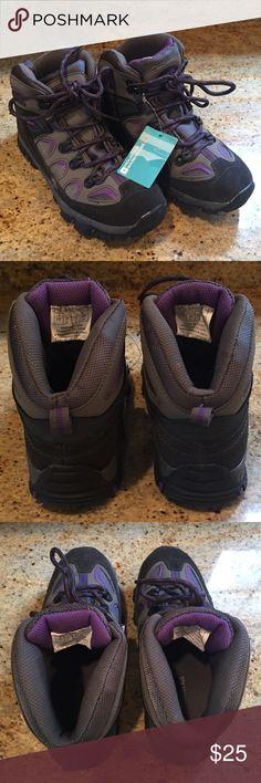 NWT Mountain Warehouse (Girls) Oscar Hiking Boot NWT Mountain Warehouse (Girls) Oscar Hiking Boot - Purple Mountain Warehouse Shoes Rain & Snow Boots